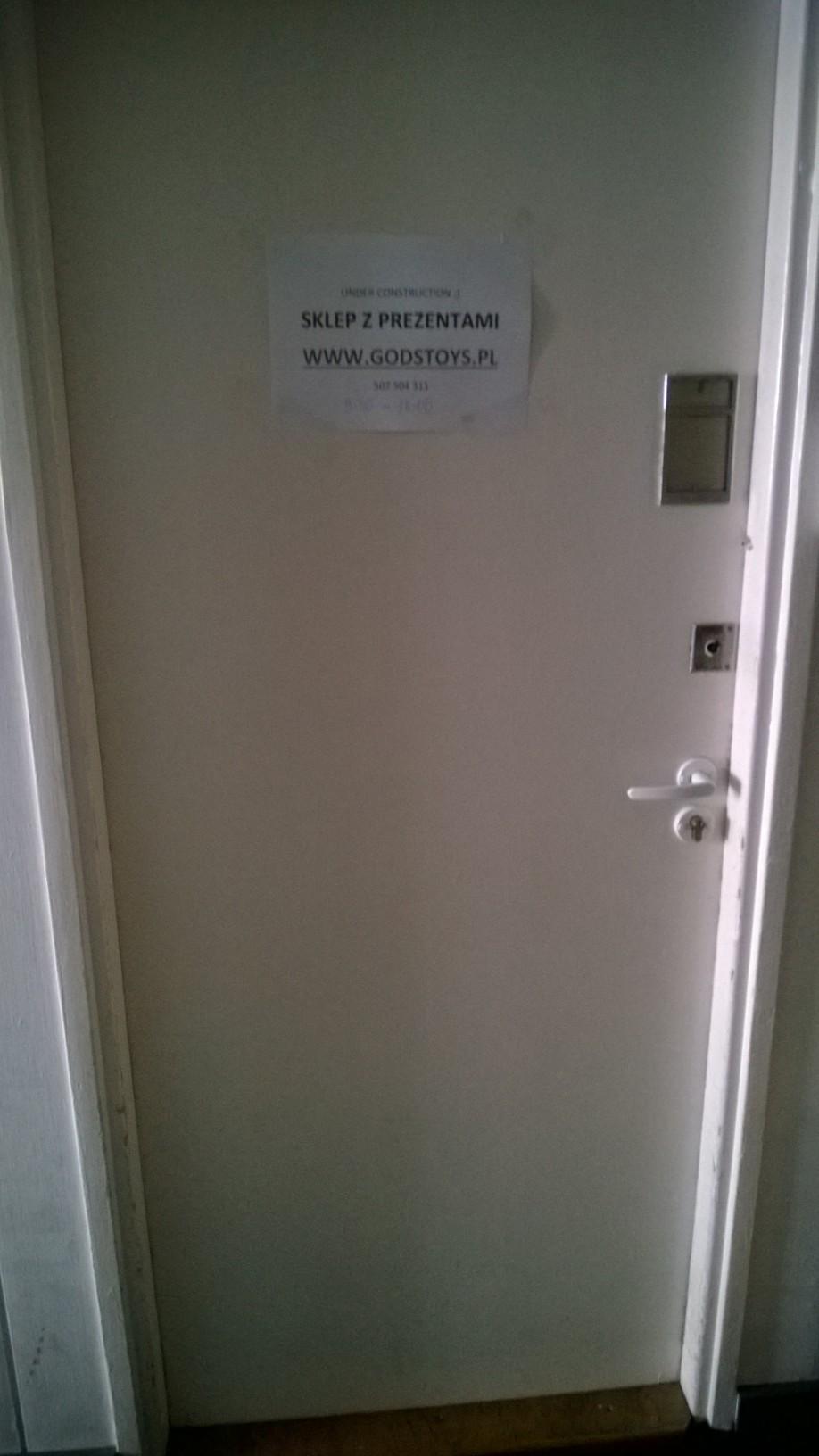 Drzwi do Sklepu z Prezentami GodsToys.pl niecały miesiąc po otwarciu