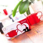 Zakochane kubeczki w kolorze czerwonym polecamy na prezent dla niej