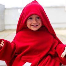 Kocyk z rękawami dla dziecka w kolorze czerwonym