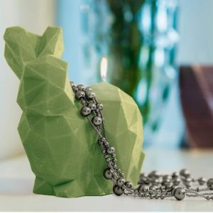 Świeca królik Poly oliwkowa prezent dla niej