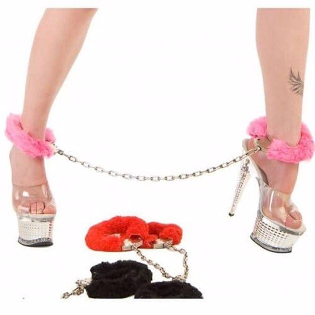 metalowe kajdanki do nóg z futerkiem wieczór panieński warszawa