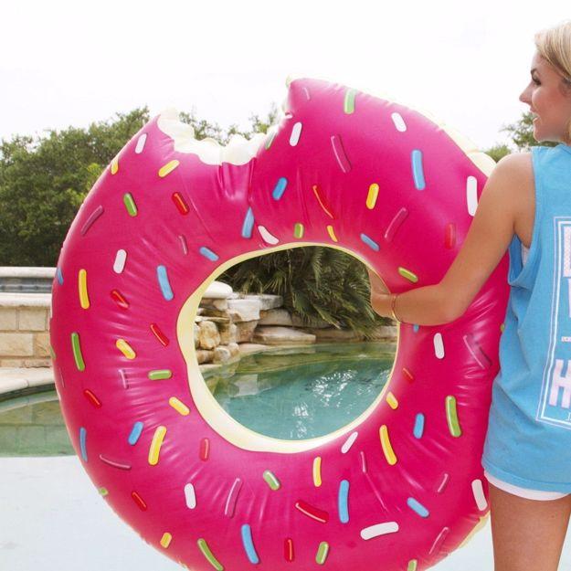 Dmuchany donut do pływania