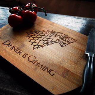Deska do krojenia Dinner is Coming prezent dla niego