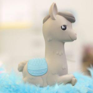 Lampka alpaka szara z niebieskim siodłem prezent dla dziewczynki na urodziny warszawa