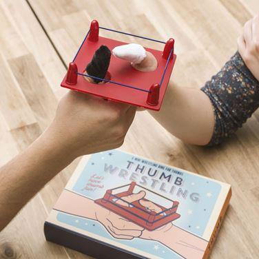 Gra – Zapasy Kciuków śmieszne prezenty warszawa
