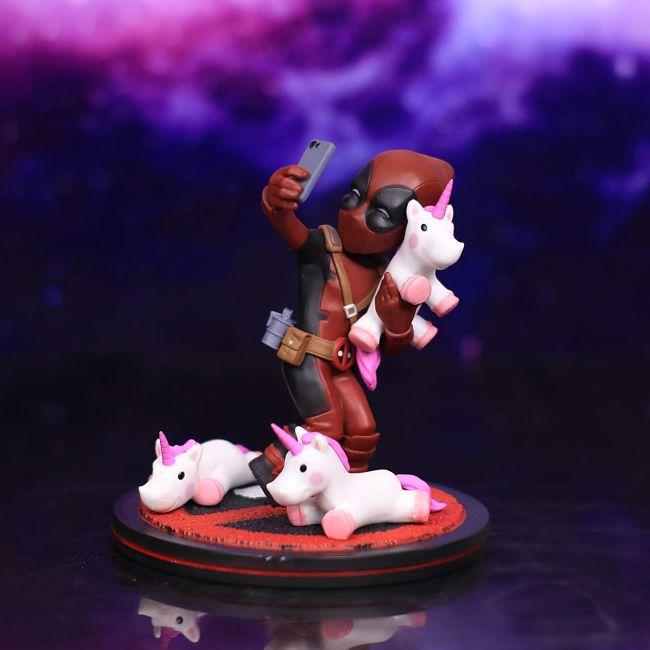 Figurka Deadpool z Jednorożcami prezent dla chłopaka
