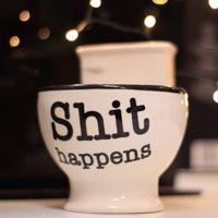 Kubek WC Shit Happens śmieszny prezent dla niego