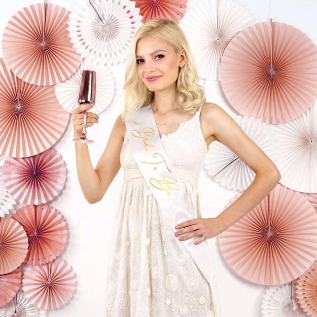 Szarfa Bride to Be – Biała akcesoria na wieczór panieński