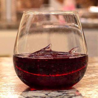 Szklanka z Rekinem gadżety do whisky